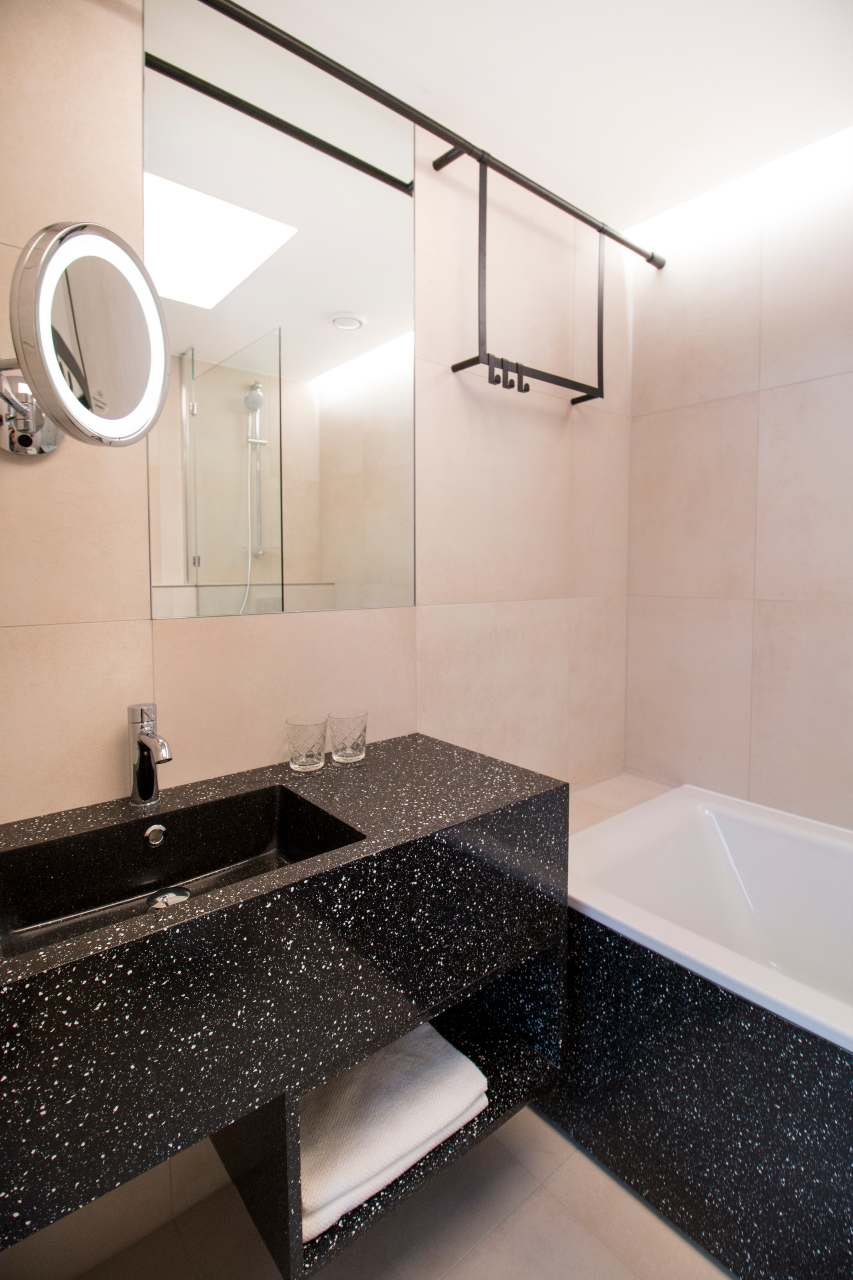 contemporary-urban-style-bathrooms